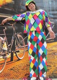 клоун в ромбик